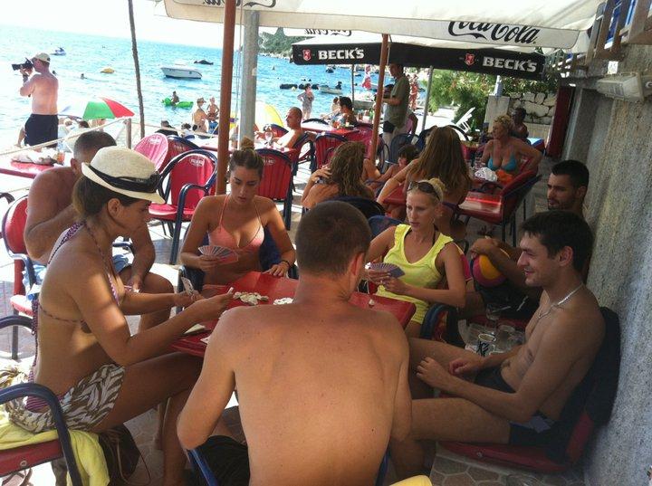Kartenje na plaži