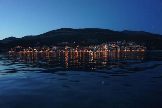 Komarna noću (pogled s mora)